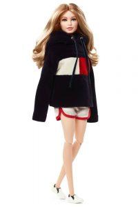 , H Gigi Hadid έχει (ξανά) τη δική της Barbie και μάλιστα με την υπογραφή του Tommy Hilfiger!