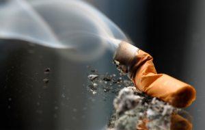 Οι Έλληνες κόβουν το τσιγάρο - Έρευνα δείχνει ρεκόρ διακοπής σε ευρωπαϊκό επίπεδο