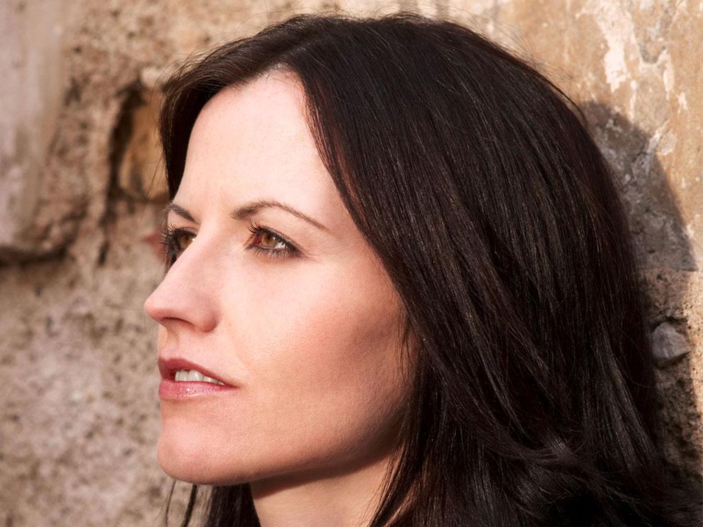 """Η τραγουδίστρια του συγκρoτήματος των «The Cranberries"""", Dolores O'Riordann πέθανε σήμερα."""