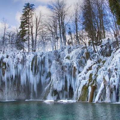 Προορισμοί που το χειμώνα μεταμορφώνονται σε… παραμύθι!
