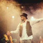 Το διαδραστικό musical «Alice» του Armani Musical Theater Center ξεκίνησε εντυπωσιακά το ταξίδι του