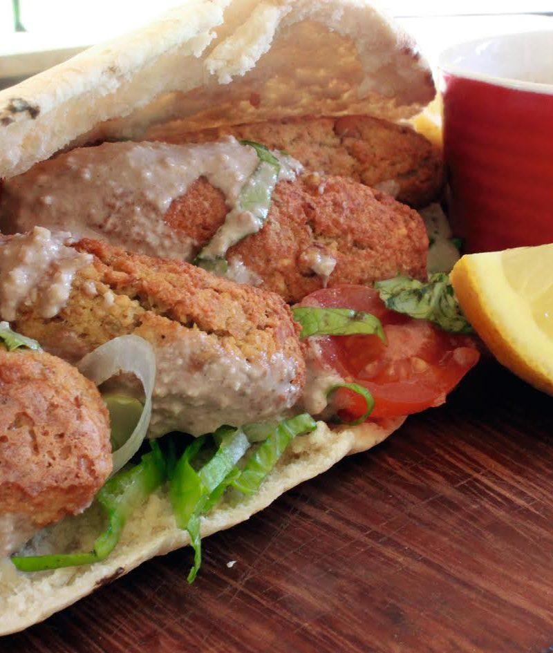 Νηστήσιμη συνταγή: Αλάδωτα σουτζουκάκια με σάλτσα ταχίνι