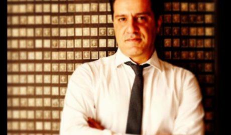 """Άκης Βαβαρούτας: """"H μουσική είναι οι ανάσες και το οξυγόνο για να ανταποκρίνομαι στις απαιτήσεις της δουλειάς μου"""""""