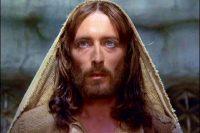 Δείτε πώς είναι σήμερα ο ηθοποιός που υποδυόταν το Χριστό στην τηλεταινία Ο Ιησούς από τη Ναζαρέτ (εικόνες – video)