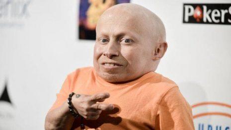 «Έφυγε» ο Verne Troyer, ο «Mini-Me» των ταινιών «Austin Powers» | Οι αιτίες του θανάτου του δεν έχουν διευκρινιστεί
