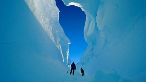 Ανακαλύφθηκαν τρία γιγάντια φαράγγια θαμμένα κάτω από τους πάγους της Ανταρκτικής!