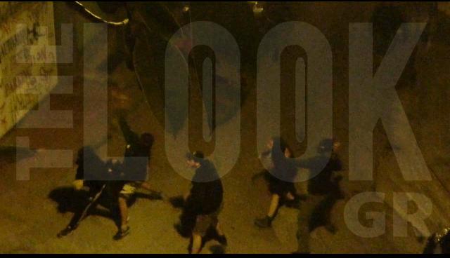 Συμβαίνει τώρα: Νέα επίθεση με βόμβες μολότοφ απέξω από το σπίτι του Φλαμπουράρη