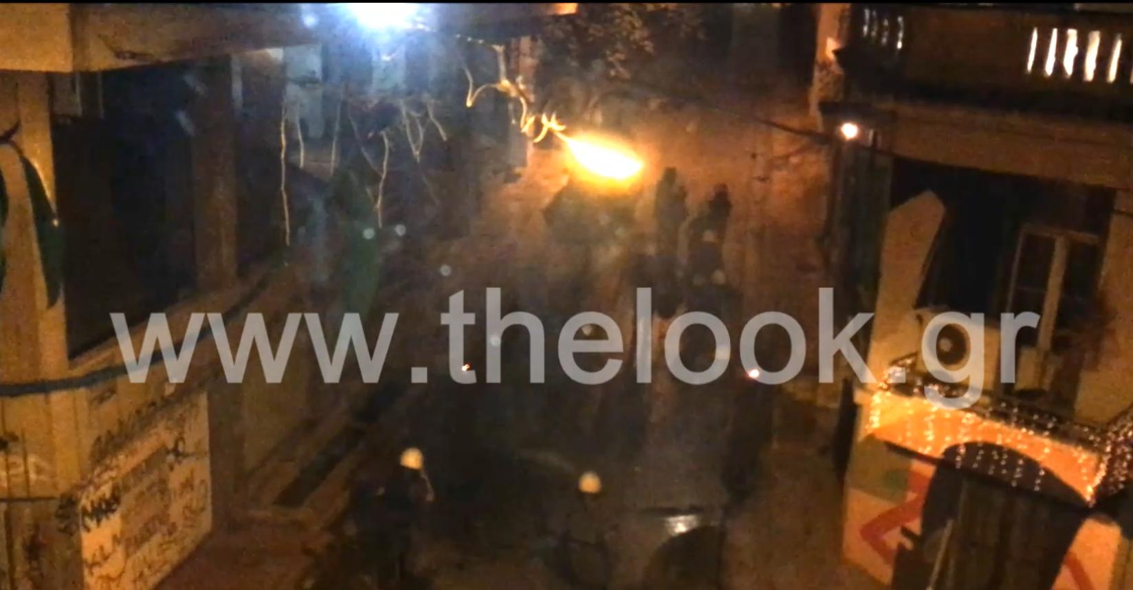 Βομβαρδισμένο τοπίο για άλλο ένα βράδυ Σαββάτου η οδός Β.Βουλγαροκτόνου στα Εξάρχεια!