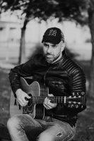 Νίκος Σιακούφης: «Η μουσική με αγγίζει όπως ο δροσερός αέρας μια ζεστή μέρα του καλοκαιριού»