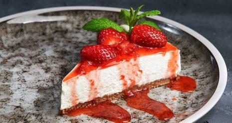 Ένα Cheesecake Φράουλα όλο γλύκα...