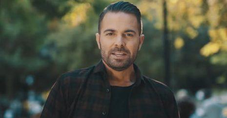 Ηλίας Βρεττός - Το συγκινητικό μήνυμα για το νέο του τραγούδι «Η Αγάπη Μπορεί»