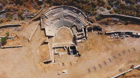 «Μια Γιορτή Για Την Καρθαία»   Με την Καμεράτα στις 8 Σεπτεμβρίου στο Αρχαίο Θέατρο της Καρθαίας στην Κέα