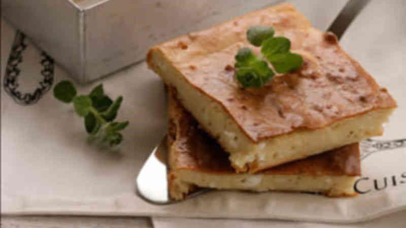 Εύκολη Τυρόπιτα με γιαούρτι και φέτα («Τεμπελόπιτα»)