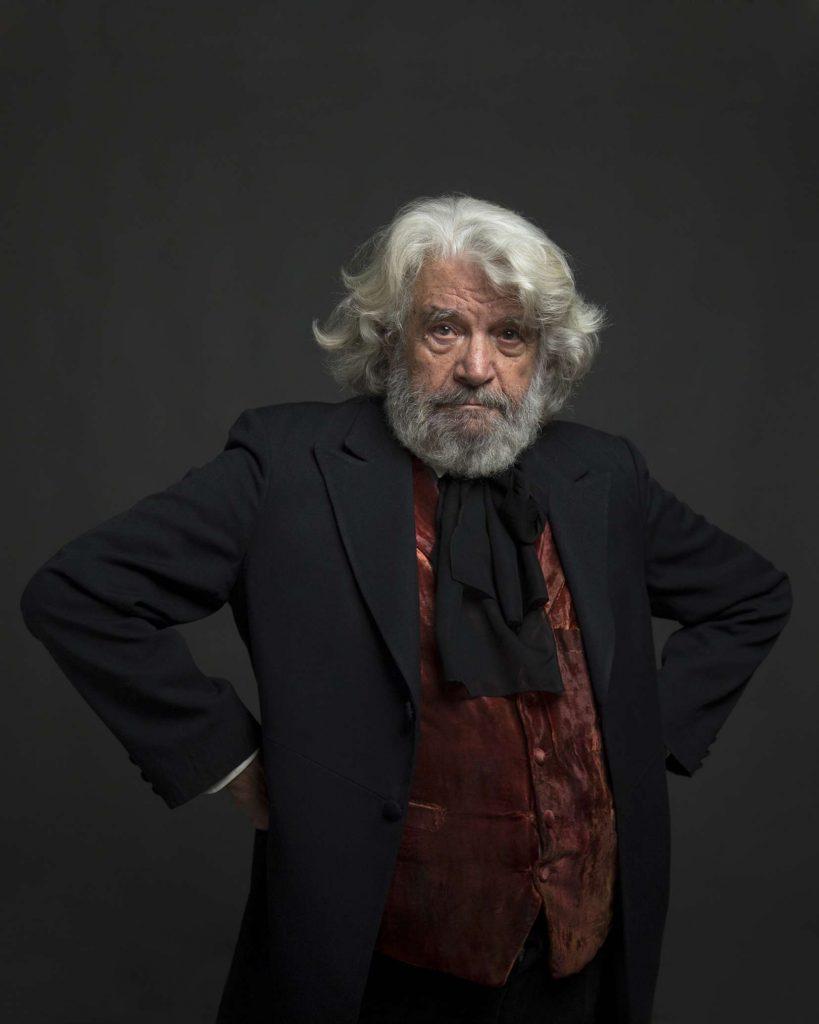 «Ο Μαρξ στο Σόχο» του Χάουαρντ Ζιν με τον Άγγελο Αντωνόπουλο στο Θέατρο Άλμα από τις 12 Οκτωβρίου