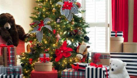 Βίντεο: Πως φτιάχνονται τα ψεύτικα χριστουγεννιάτικα δέντρα