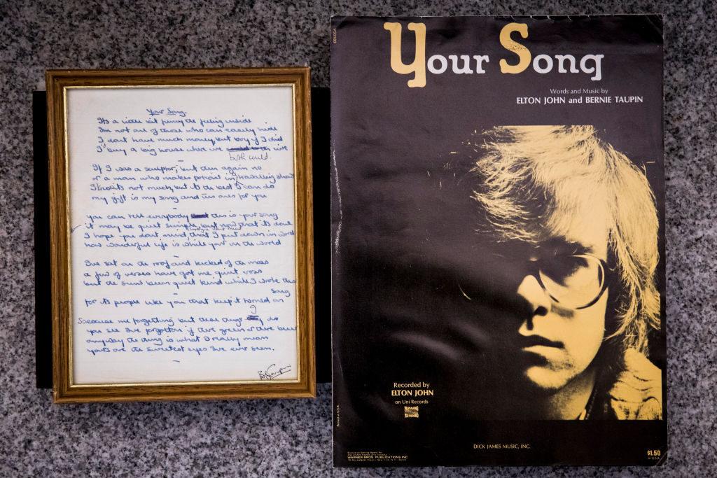 , Το «Your Song» του Elton John φαβορί στα charts τα φετινά Χριστούγεννα στη Μ.Βρετανία
