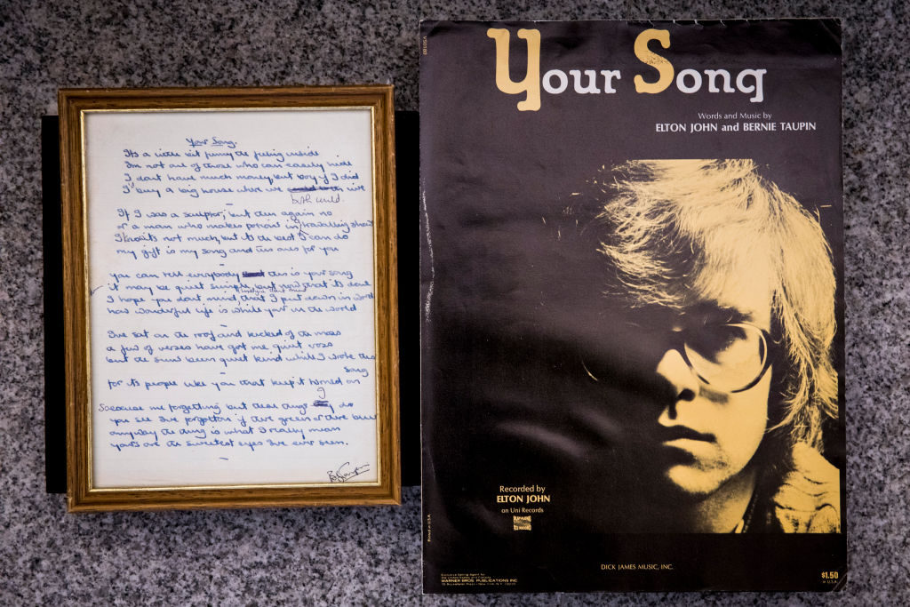 """Το """"Your Song"""" του Elton John φαβορί στα charts τα φετινά Χριστούγεννα στη Μ.Βρετανία"""