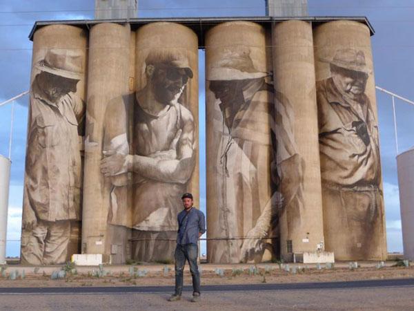 Καλλιτέχνης μεταμορφώνει μικρό χωριό σε αξιοθέατο!