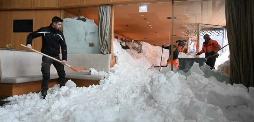 , Ξενοδοχείο χτυπήθηκε από χιονοστιβάδα στην Ελβετία (Video)