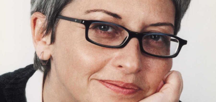 """Συνέντευξη: Μαρία Σκιαδαρέση """"Ο άνθρωπος σήμερα ζει σε μια εικονική πραγματικότητα κάτω από μια στυγνή τεχνοκρατική κυριαρχία"""""""