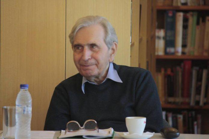 """Συνέντευξη: Τόλης Νικηφόρου """"Όλα μου τα ποιήματα είναι γραμμένα με το αίμα της καρδιάς μου"""""""