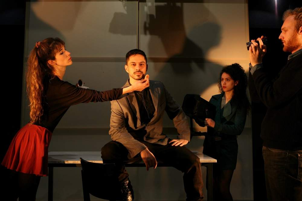 , «Αδύναμοι χαρακτήρες γεμάτοι πείσμα να ευτυχήσουν» στο θέατρο της Ανωτάτης Σχολής Καλών Τεχνών