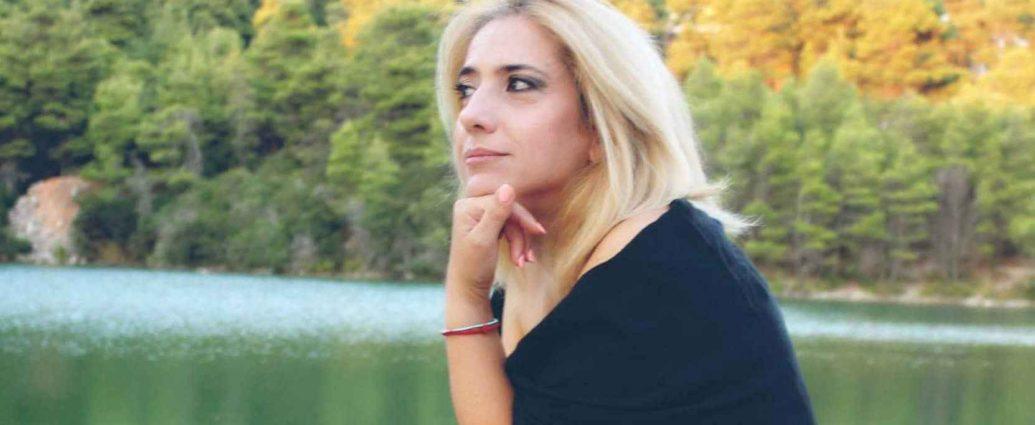 , Νάσια Κονιτοπούλου: «Η ζωή η ίδια είναι έρωτας. Δεν λειτουργώ αν δεν είμαι ερωτευμένη.»
