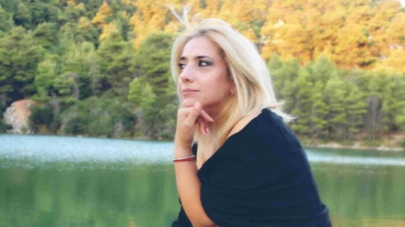 Νάσια Κονιτοπούλου: «Η ζωή η ίδια είναι έρωτας. Δεν λειτουργώ αν δεν είμαι ερωτευμένη.»