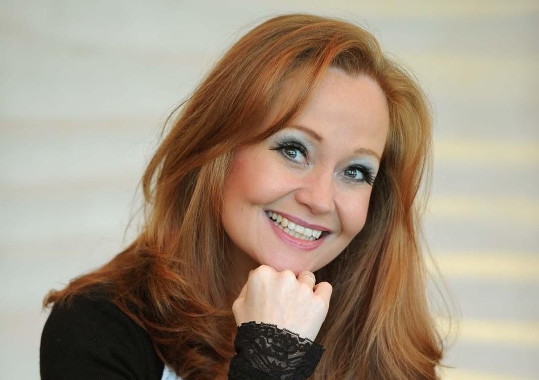 Η μουσική καριέρα της βρετανίδας Sonia Evans