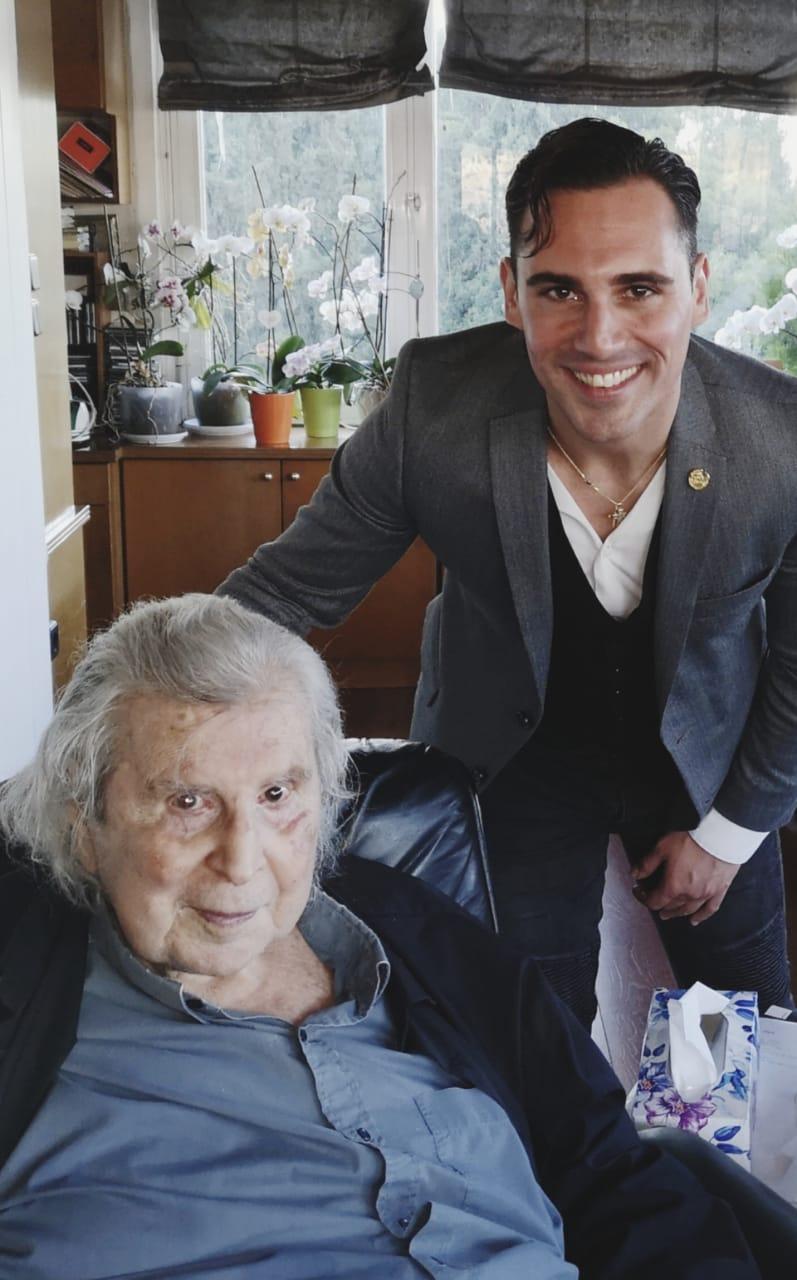 , Ο Μίκης Θεοδωράκης ετοιμάζει, μια ανατρεπτική σύγχρονη εκτέλεση του εμβληματικού τραγουδιού «Δρόμοι Παλιοί» για χάρη της νέας ταινίας «The Greek Job» του Άνθιμου Ανανιάδη