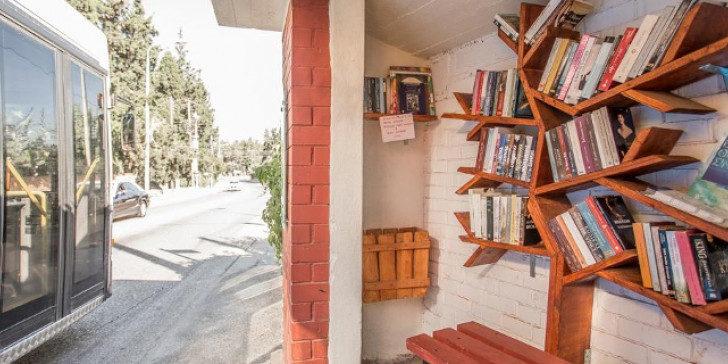 Θεσσαλονίκη: Στάσεις αστικών λεωφορείων μετατρέπονται σε… βιβλιοθήκες! [pics]