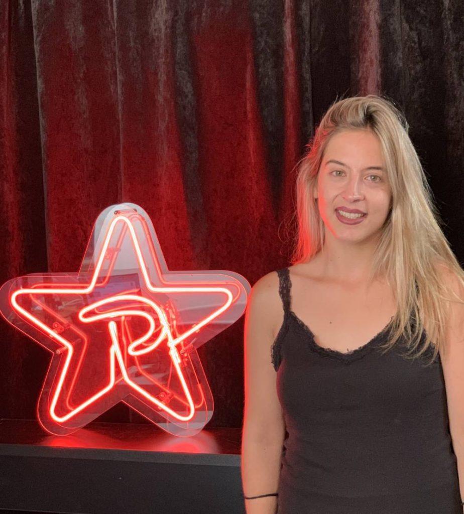 , Η νικήτρια του διαγωνισμού του Ρυθμός 9,49 «Βγες Απ' Το Μπάνιο» που κέρδισε συμβόλαιο αξίας 50.000 από την Heaven Music