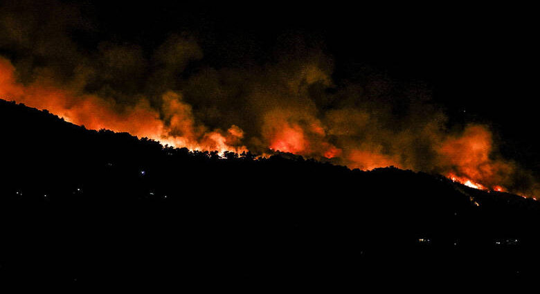 , Ολονύχτια μάχη με τις φλόγες στην Εύβοια – Εκκενώθηκαν τέσσερα χωριά