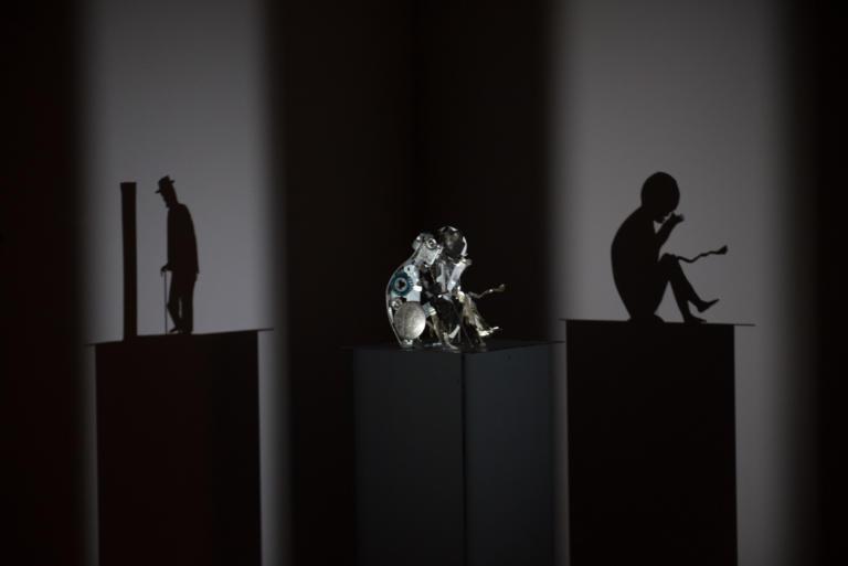 Έλληνας εικαστικός στην πρώτη παγκόσμια ομαδική έκθεση με γλυπτά σκιάς [pics]