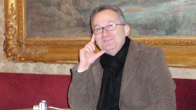 Συνέντευξη: Γιώργος Παπαδάκης «Οι ιδιαίτερες λεπτομέρειες κάνουν συχνά τους χώρους κατοικήσιμους στα μυθιστορήματα»