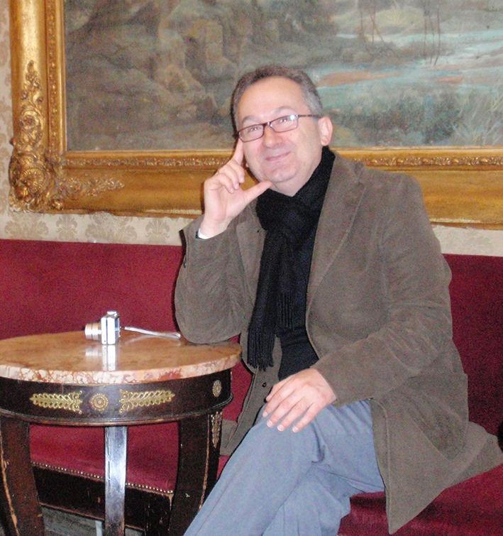 """Συνέντευξη: Γιώργος Παπαδάκης """"Οι ιδιαίτερες λεπτομέρειες κάνουν συχνά τους χώρους κατοικήσιμους στα μυθιστορήματα"""""""