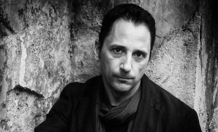 , Συνέντευξη: Νικήτας Σινιόσογλου «Στη σκοτεινή πλευρά του σύγχρονου στοχασμού»