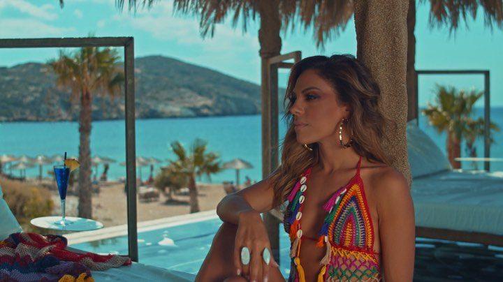 Κατερίνα Μπουρνέλη:  Μετά το «The Voice» κλέβει την παράσταση με το «Παράτα τα όλα» και με την υπογραφή Τουρατζίδη-Tsiko (βίντεο)