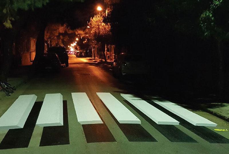 Εμφανίστηκαν οι πρώτες τρισδιάστατες διαβάσεις έξω από σχολείο στην Αθήνα
