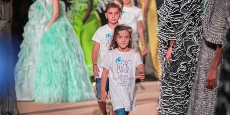Μοναδικό fashion show η φιλανθρωπική επίδειξη μόδας της Μαίρης Κατράντζου στο Σούνιο
