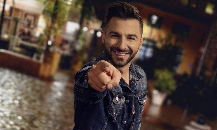 Ο Χρήστος Καρατζάκος στο νέο του Single τραγουδάει «Nati Nati».