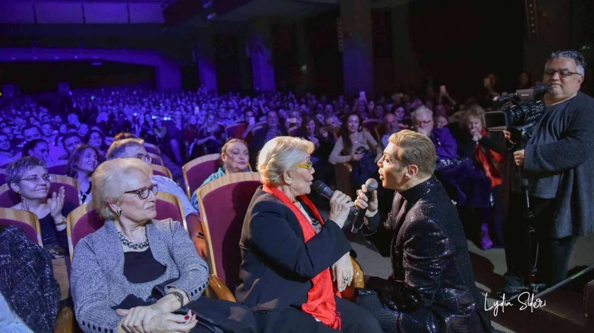 Ο Απόλυτος Showman Τάκης Ζαχαράτος – Οι 30 χιλιάδες θεατές – Το απόλυτο Sold Out στο θέατρο Παλλάς!