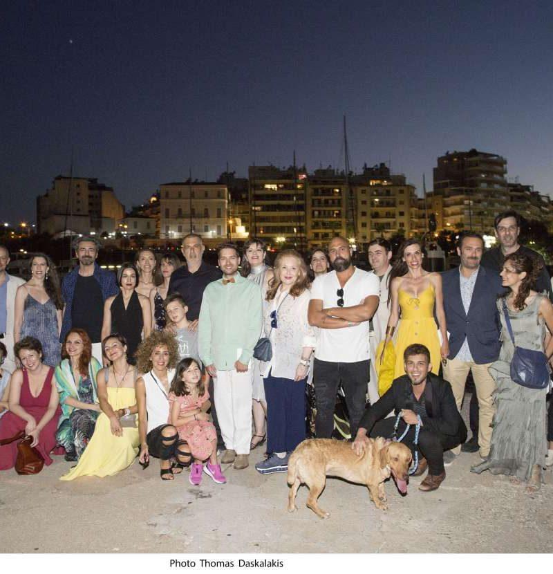 Με μεγάλη επιτυχία πραγματοποιήθηκε η υπαίθρια μουσική δράση 21 λυρικών ερμηνευτών, στον Πειραιά δίπλα στη θάλασσα