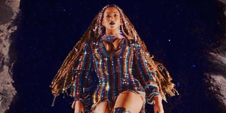 Η Beyoncé επέλεξε ξανά Βρεττό Βρεττάκο | Ενα εντυπωσιακό «κρυστάλλινο» φόρεμα για το visual album της [βίντεο]