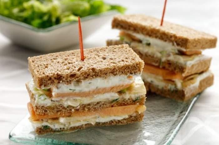 Club sandwich με καπνιστό σολομό