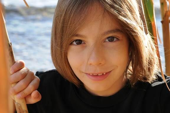 Στέλιος Κερασίδης – «Γιάννη μου το μαντήλι σου» – Η διασκευή έκπληξη του 8χρονου πιανίστα και συνθέτη